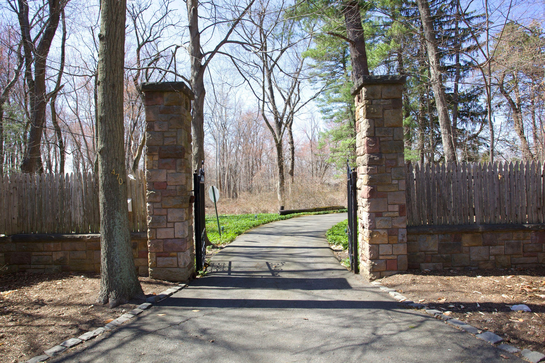 土地 为 销售 在 Beautiful Sprawling Property 470 Anderson Avenue 克洛斯特, 新泽西州 07624 美国