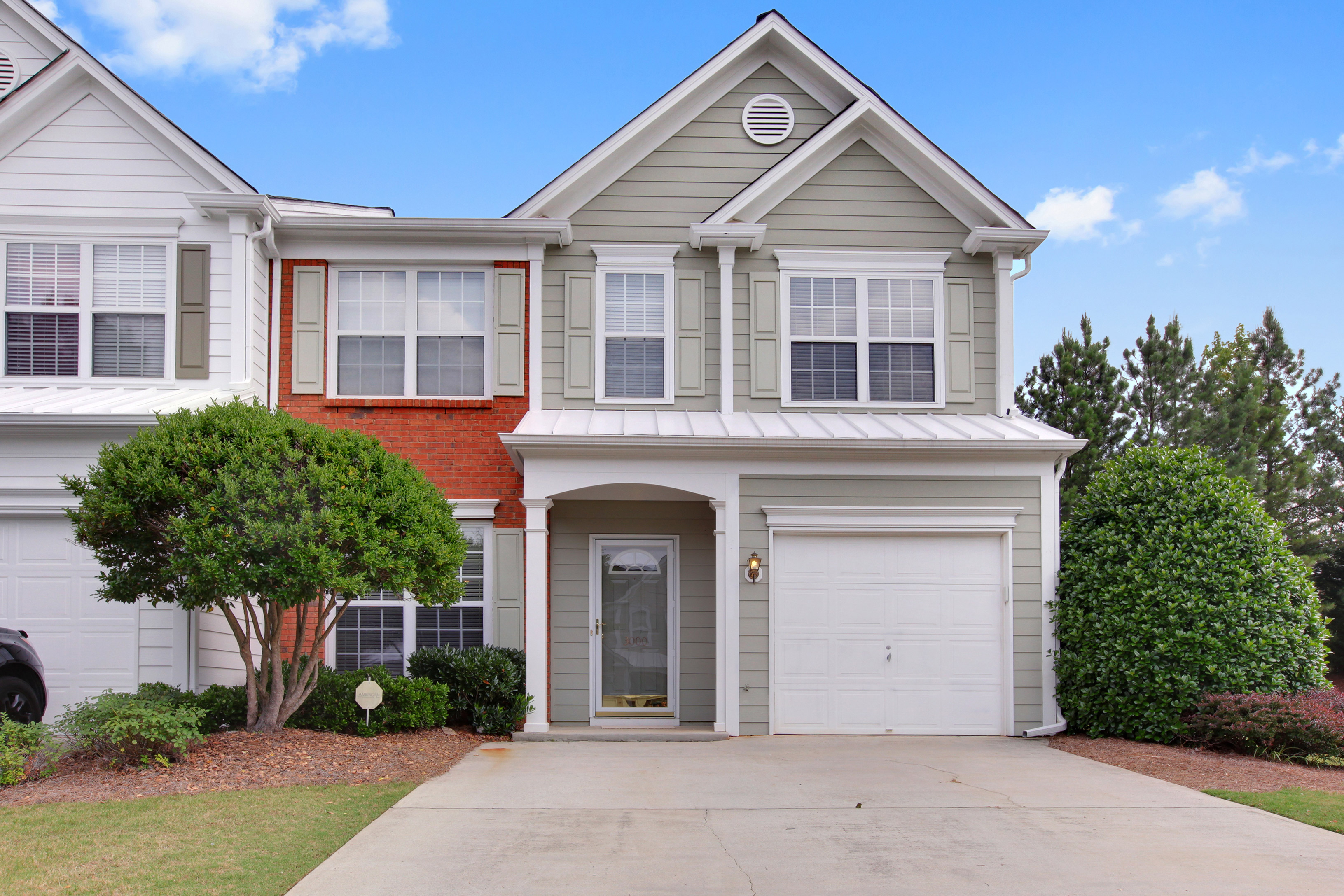 Таунхаус для того Продажа на Wonderful end unit townhome in a swim community and a fabulous location 3000 Commonwealth Circle Alpharetta, Джорджия 30004 Соединенные Штаты