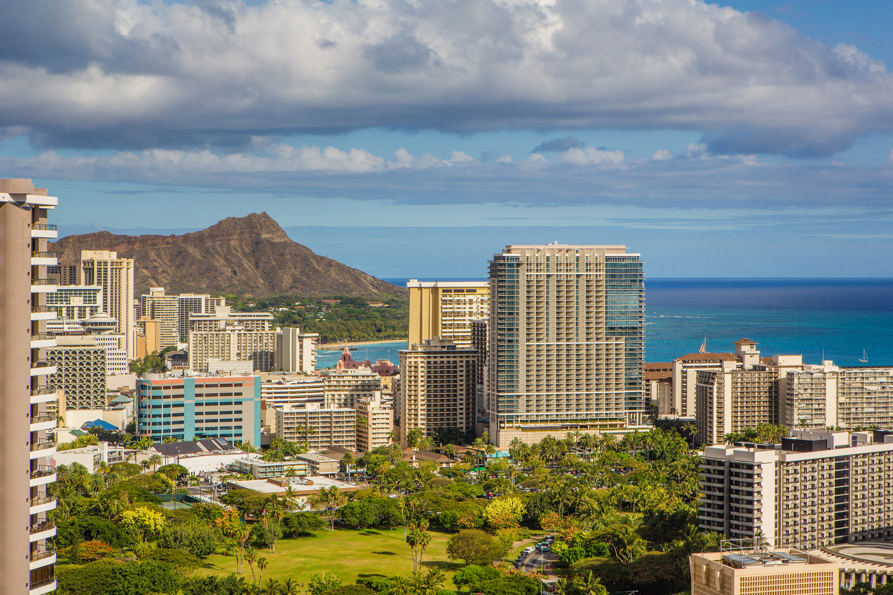 Condominio per Vendita alle ore Breathtaking Diamond Head Views 411 Hobron Lane #3909 Honolulu, Hawaii, 96815 Stati Uniti