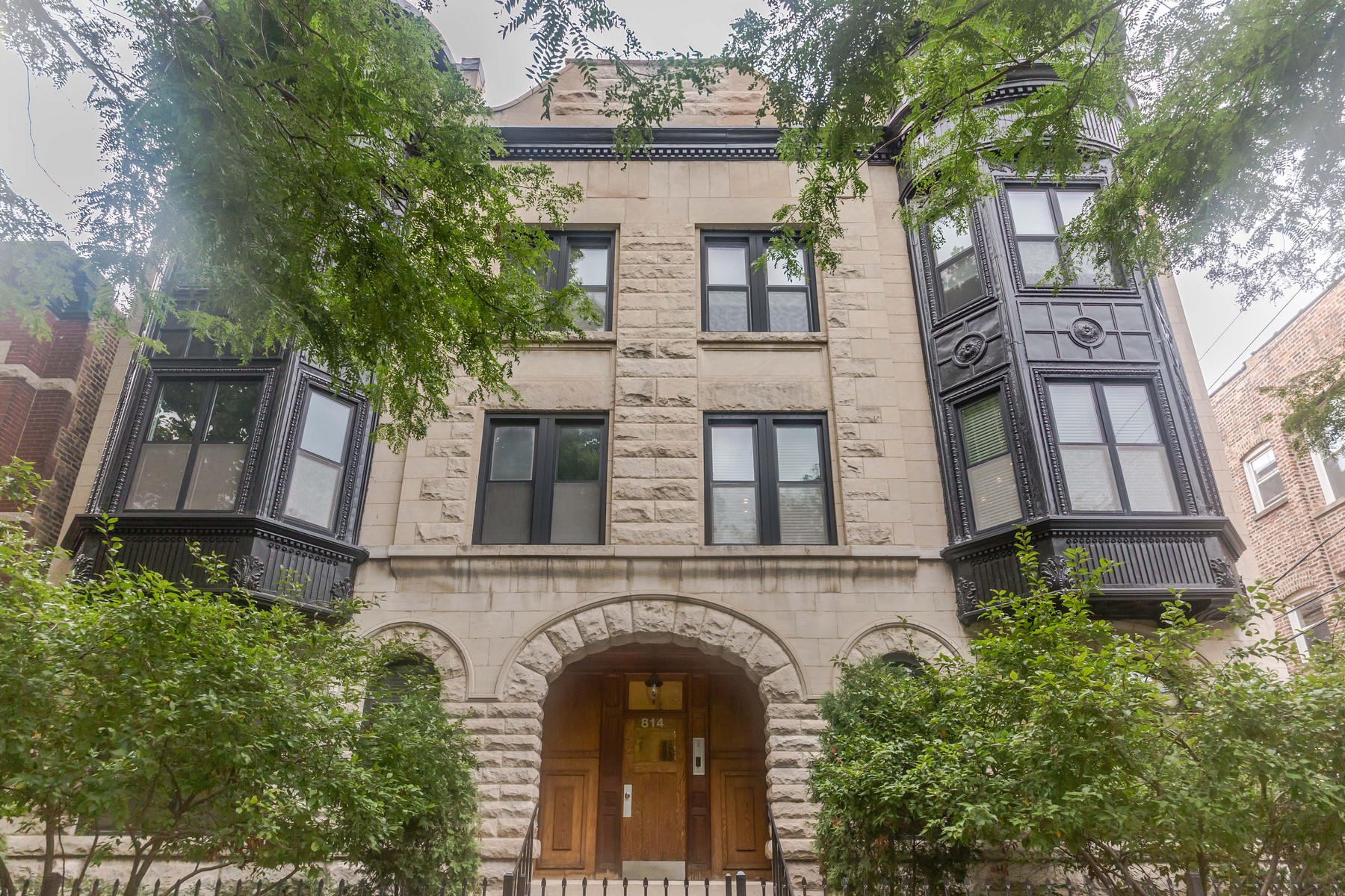 Condominium for Sale at Fantastic Lakeview Location 814 W Roscoe Street Unit 2E Chicago, Illinois, 60657 United States