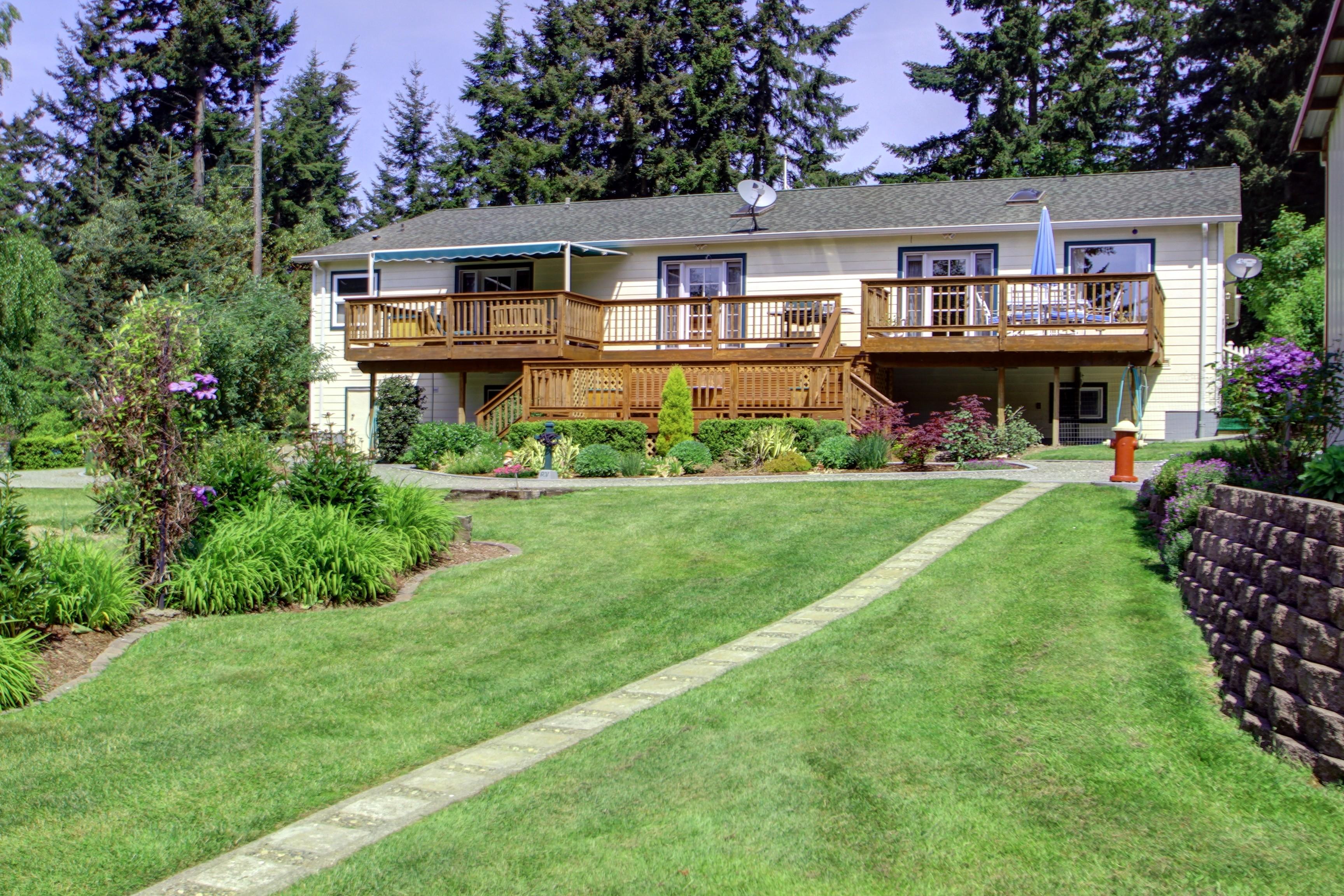 Maison unifamiliale pour l Vente à 288 Shumway Camano Island, Washington 98282 États-Unis