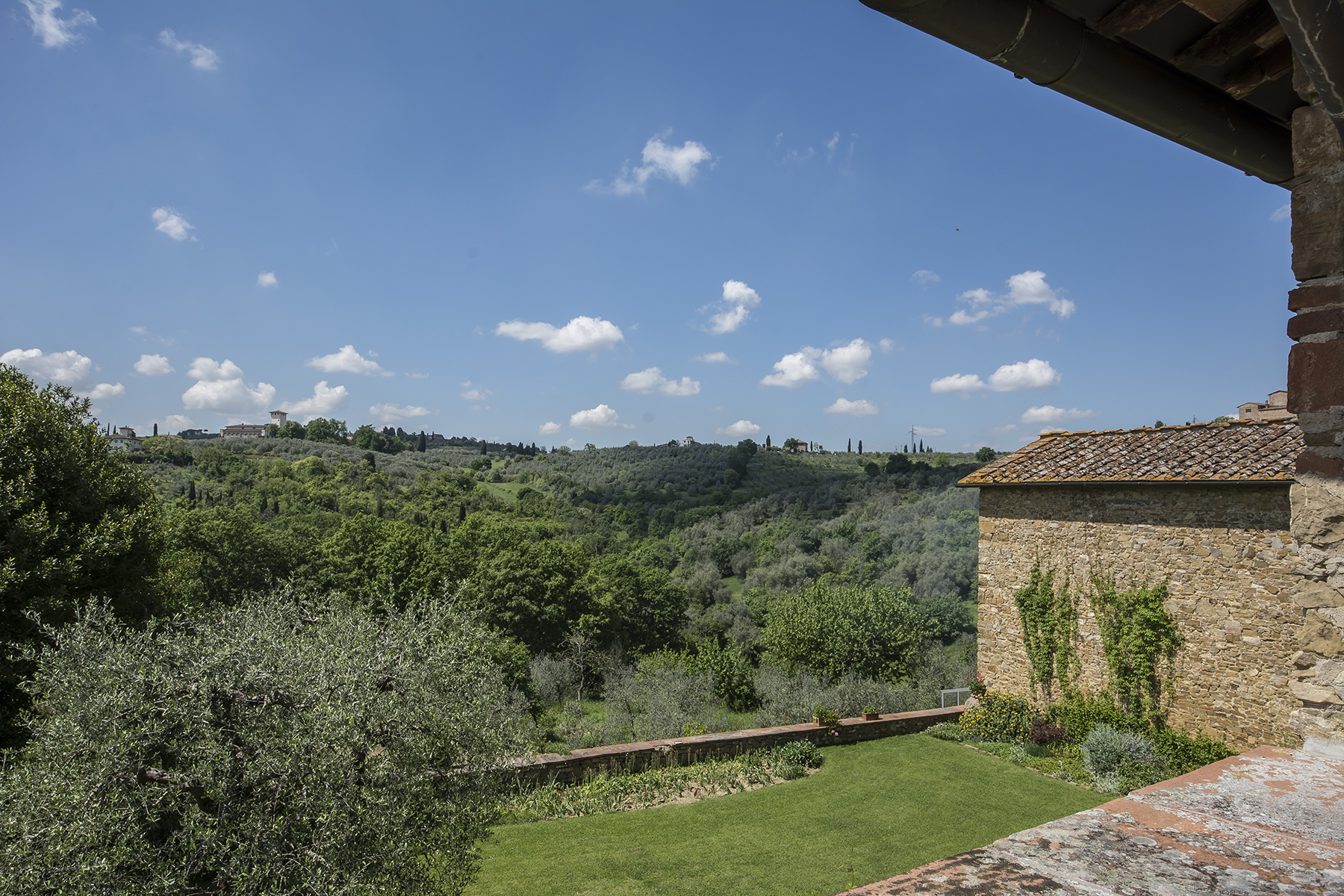 Additional photo for property listing at Beautiful countryhouse on the Florentine hills Impruneta, Florence Italie