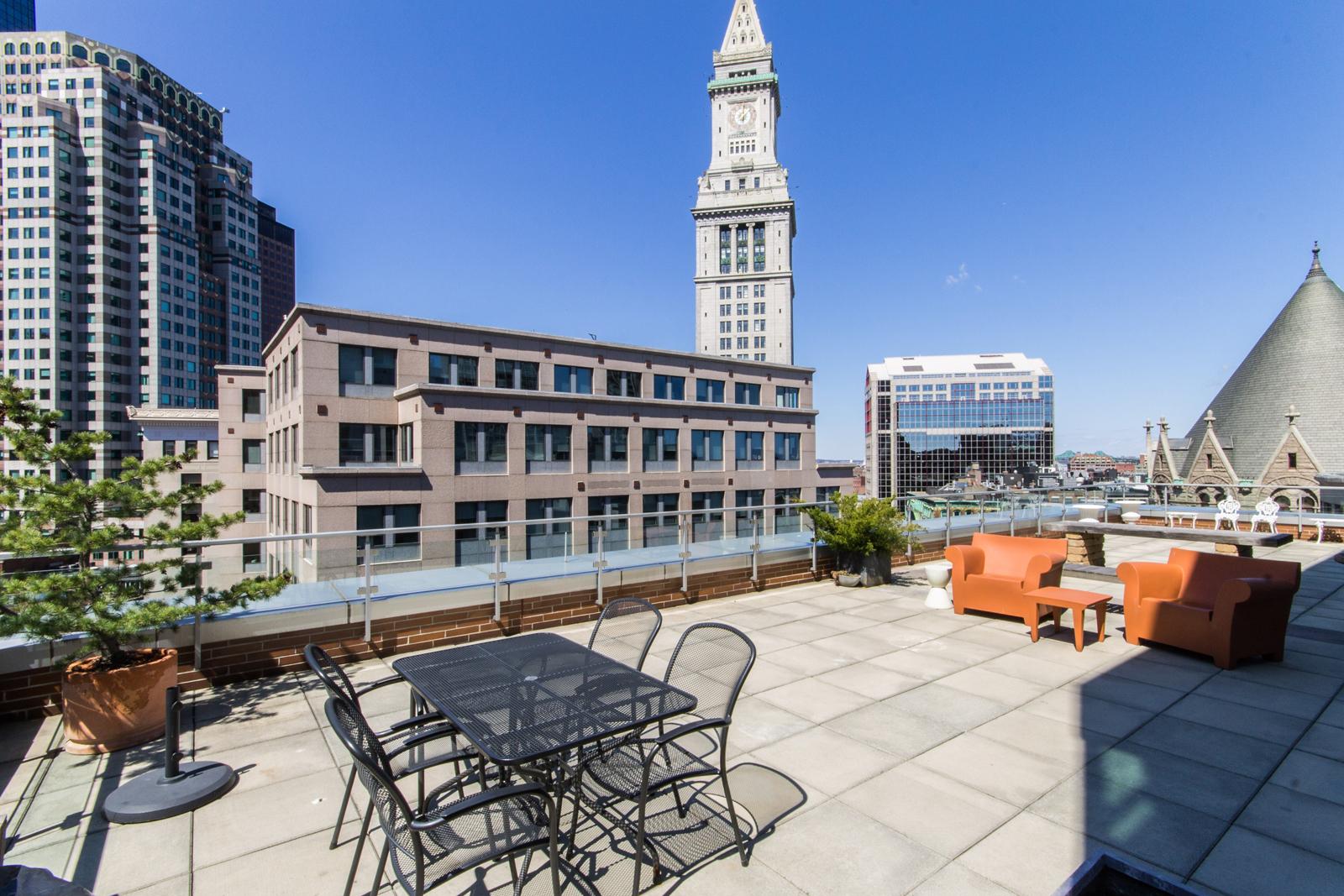 Кооперативная квартира для того Продажа на Rare Offering - Duplex Penthouse At The Folio 80 Broad Street Unit PH1105 Waterfront, Boston, Массачусетс, 02110 Соединенные Штаты
