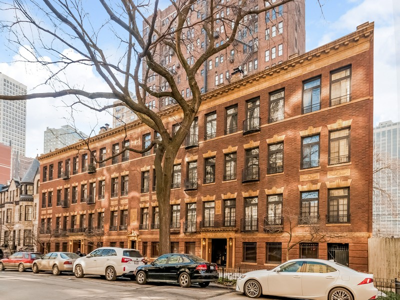コンドミニアム のために 売買 アット A Gold Coast Beauty With High End Renovations 21 East Elm Street Unit 2C Near North Side, Chicago, イリノイ 60611 アメリカ合衆国