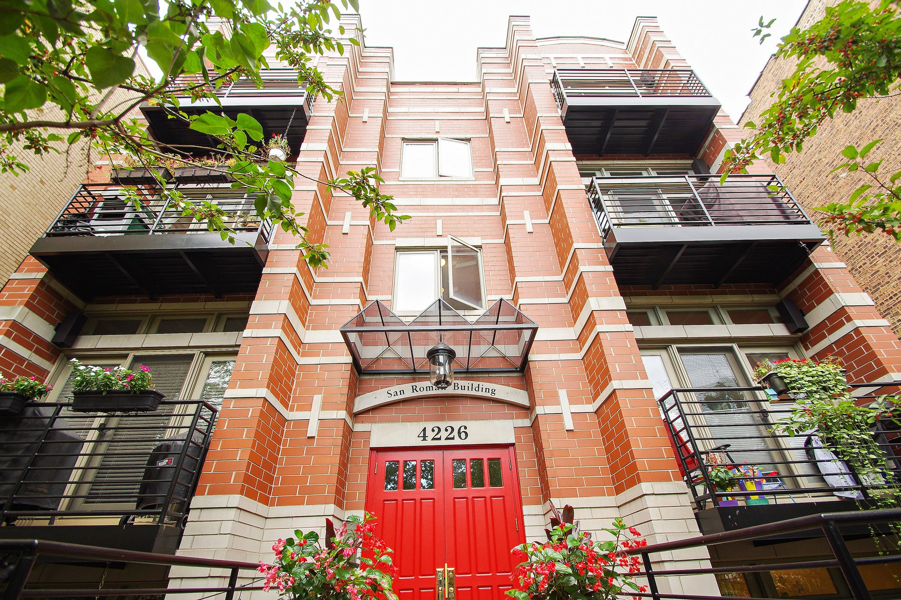 Condominium for Sale at Three Bed Two Bath Lakeview Home 4226 N Ashland Avenue Unit 3A Lakeview, Chicago, Illinois 60613 United States
