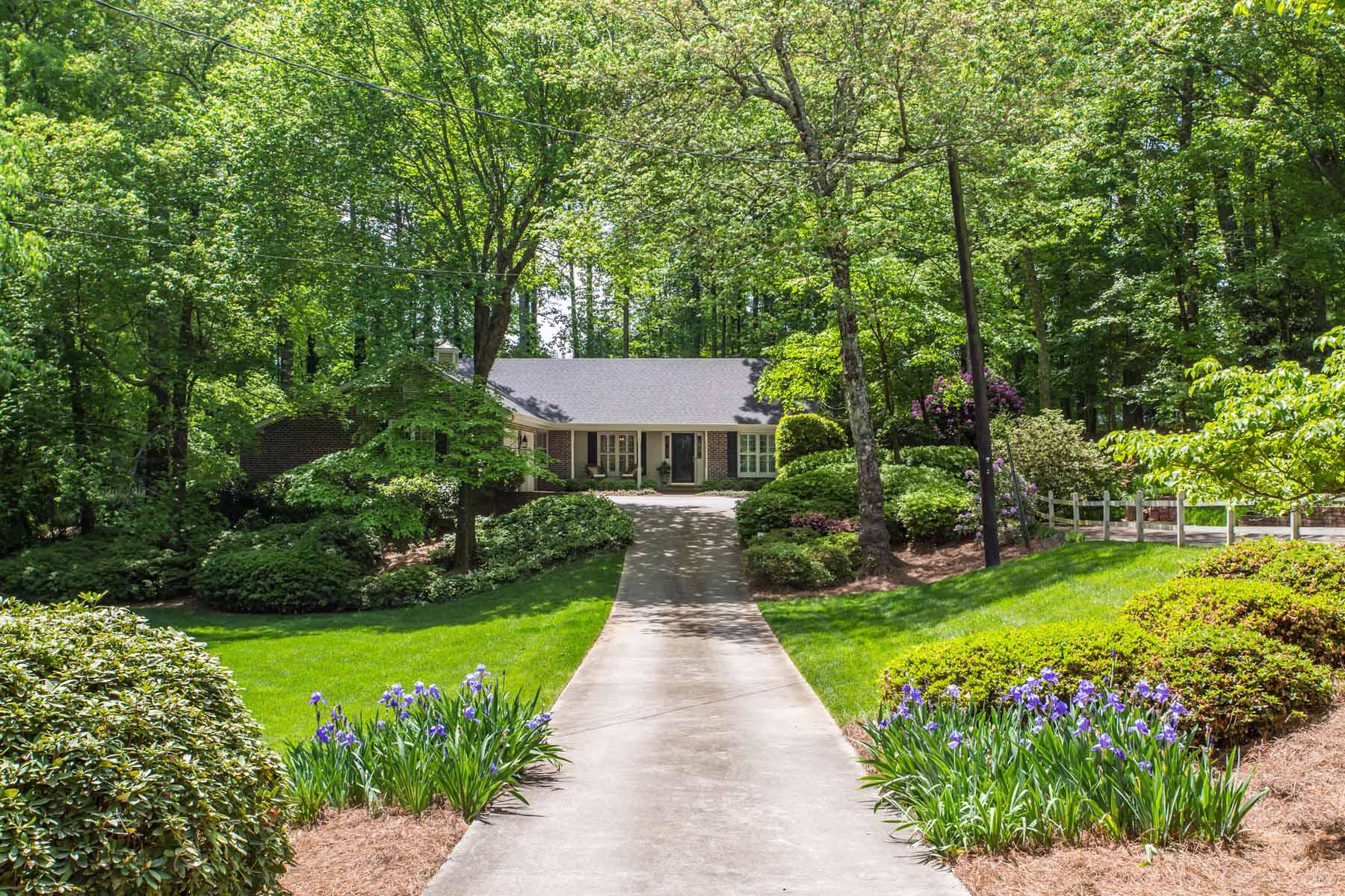 独户住宅 为 销售 在 Charming Brick Cottage on Gorgeous Lot 3521 Dunwoody Club Drive 亚特兰大, 乔治亚州, 30350 美国