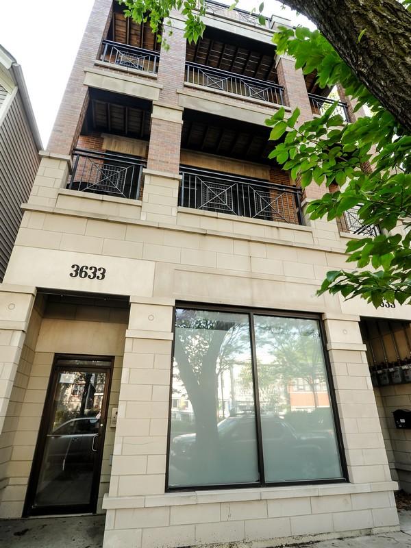 Villa per Vendita alle ore Extra Wide Floor Plan 3633 North Ashland Avenue Unit 3 Chicago, Illinois 60613 Stati Uniti