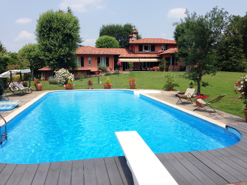 Single Family Home for Sale at Gorgeous villa with private garden and heated swimming pool Via Della Resistenza Appiano Gentile, Como 22070 Italy