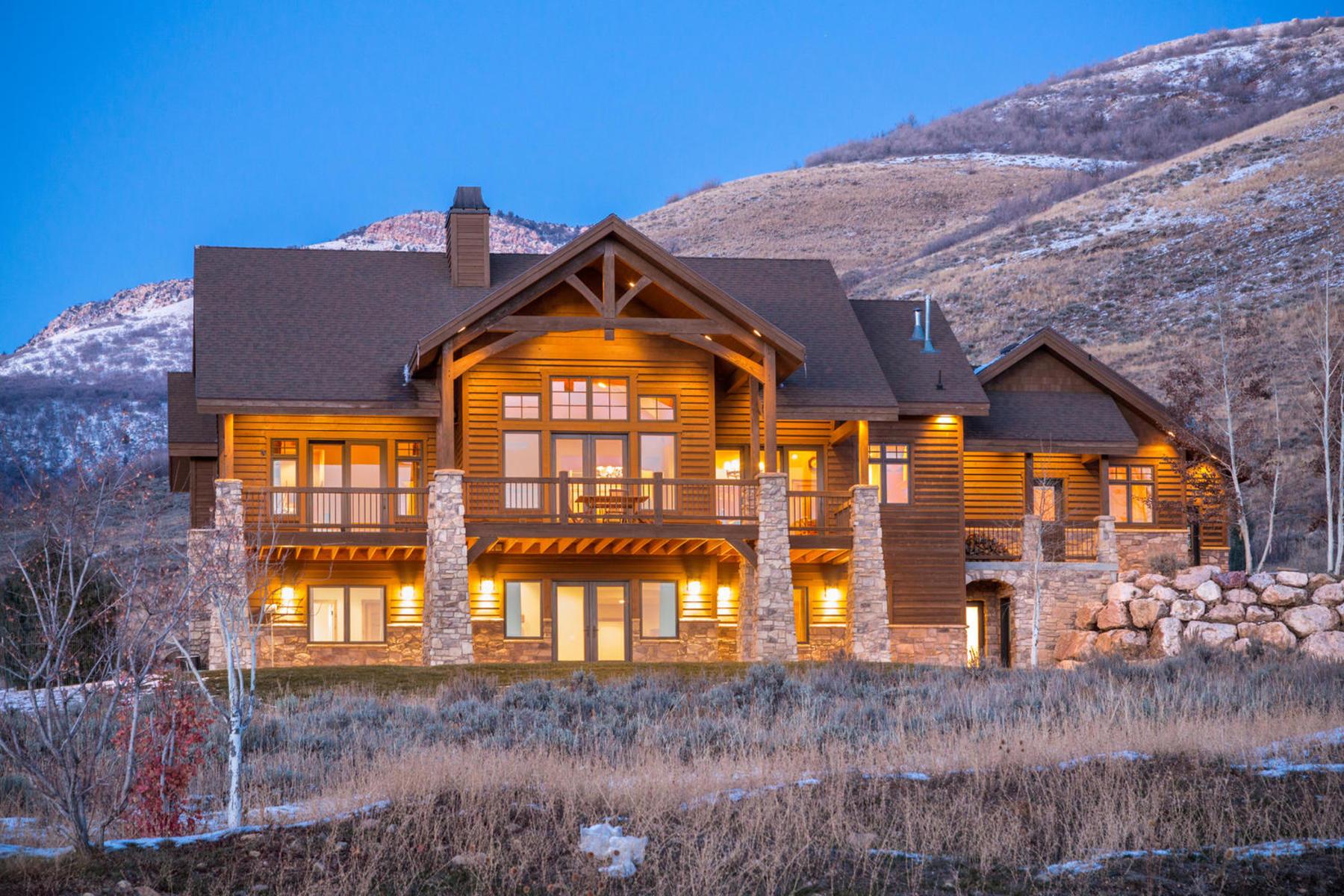 Частный односемейный дом для того Продажа на Nestled at the base of majestic mountains 9120 East 1000 North Huntsville, Юта 84317 Соединенные Штаты
