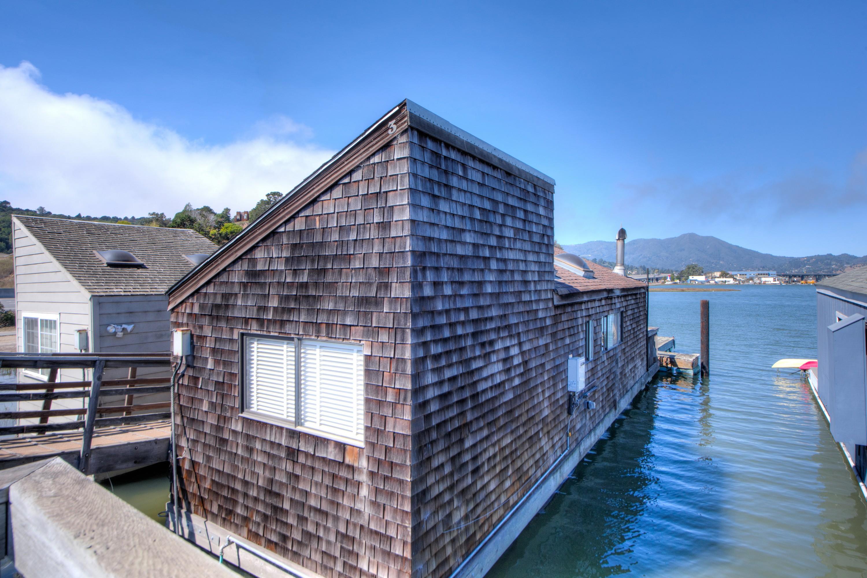 Maison unifamiliale pour l Vente à Live the Sausalito Houseboat Lifestyle! 3 Gate 6.5 Rd Sausalito, Californie, 94965 États-Unis