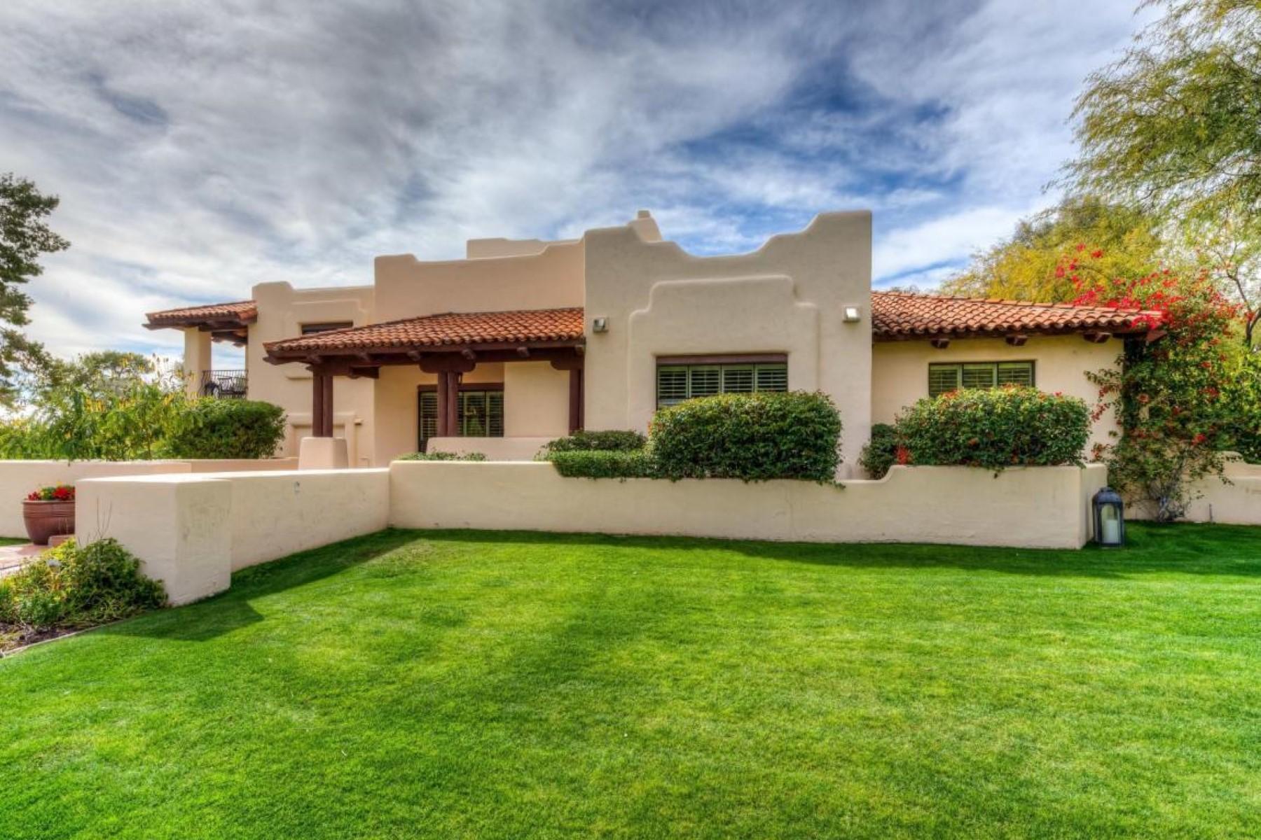 Maison unifamiliale pour l Vente à Charming Spanish-style home 5216 N 45th Place Phoenix, Arizona 85018 États-Unis