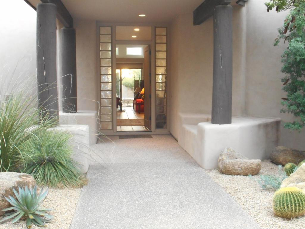 단독 가정 주택 용 매매 에 Very Gracious Home with tremendous great room. 7574 E CLUB VILLA CIR Scottsdale, 아리조나 85266 미국
