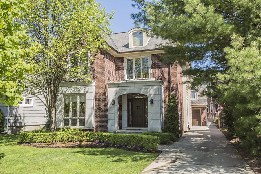 独户住宅 为 销售 在 Birmingham 522 Wallace Street 伯明翰, 密歇根州, 48009 美国