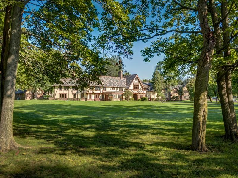 Casa Unifamiliar por un Venta en Incredible Opportunity! 23872 N Kelsey Road Lake Barrington, Illinois 60010 Estados Unidos