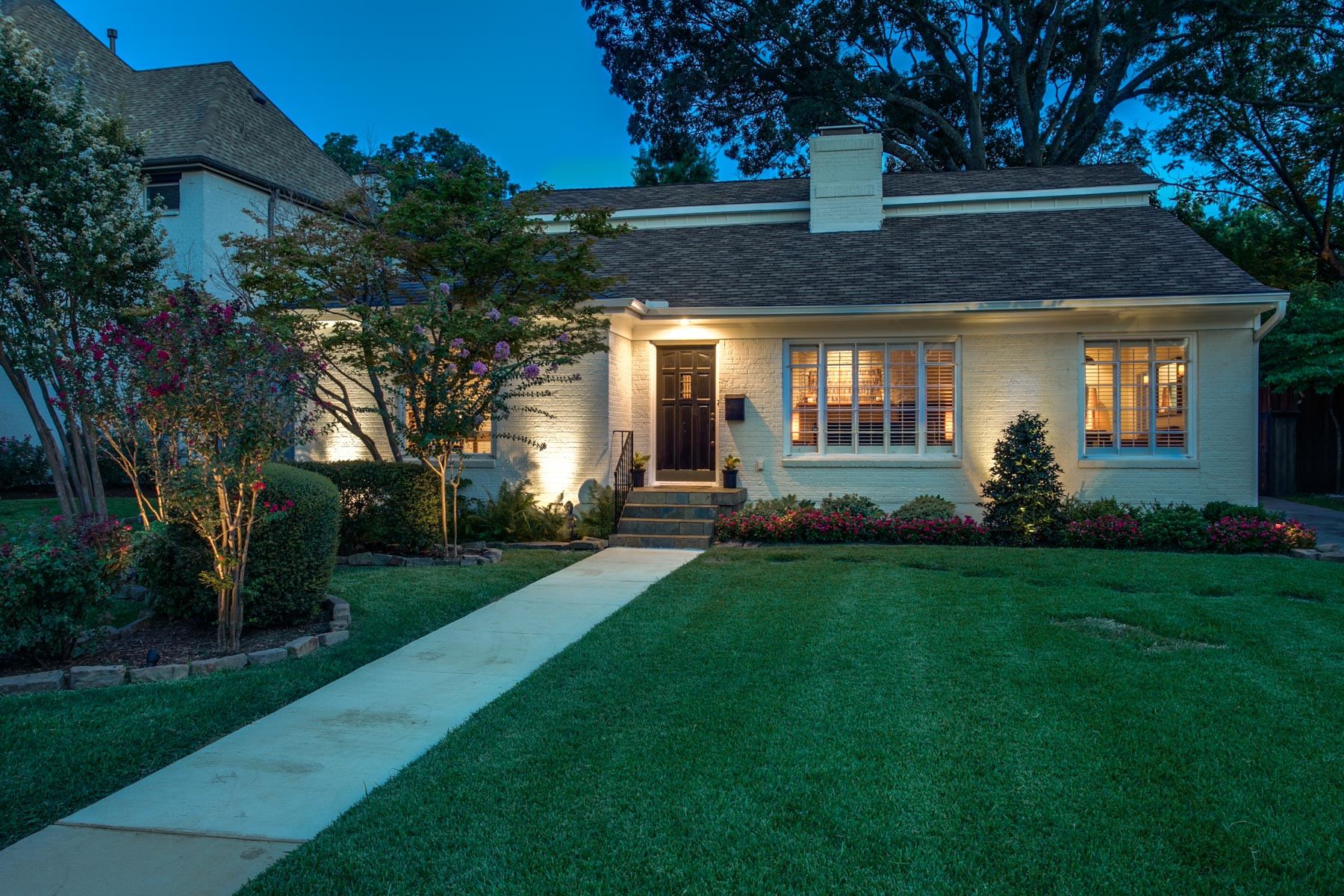 Maison unifamiliale pour l Vente à Charming Traditional 6722 Ellsworth Avenue Dallas, Texas, 75214 États-Unis