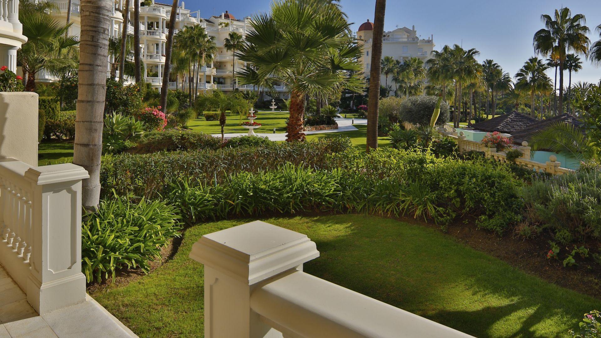 公寓 為 出售 在 Ground floor apartment Las Dunas Park Estepona, Costa Del Sol 29680 西班牙