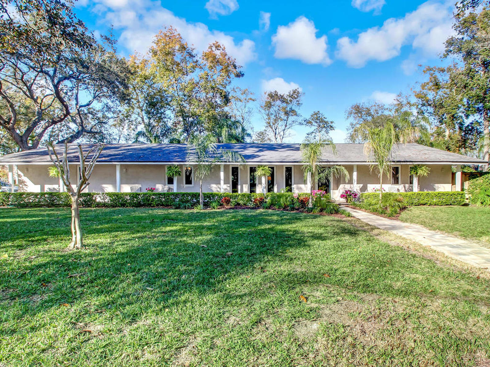 獨棟家庭住宅 為 出售 在 Beautifully Renovated Ranch 13913 Shipwreck Circle South Jacksonville, 佛羅里達州, 32224 美國