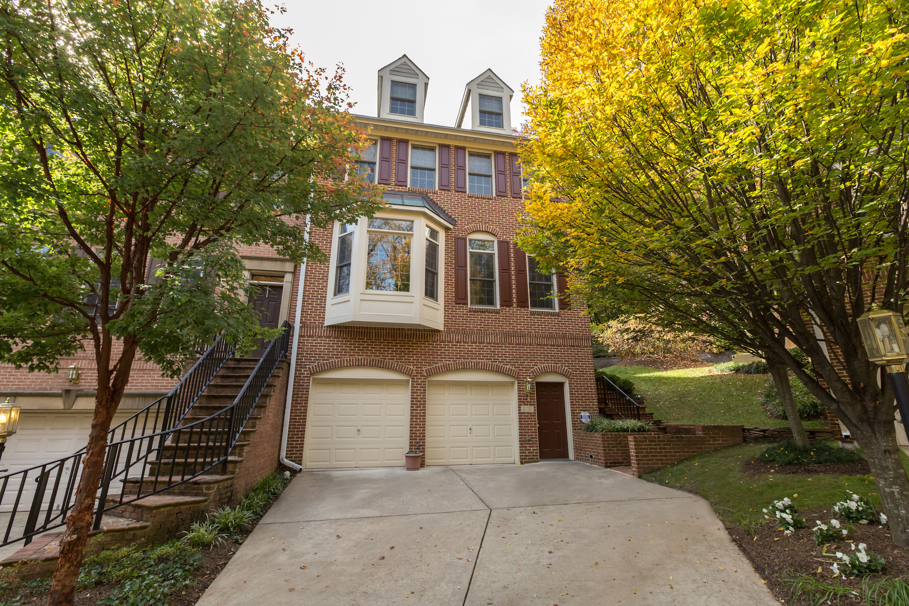 sales property at Renovated Luxury Townhome in North Arlington