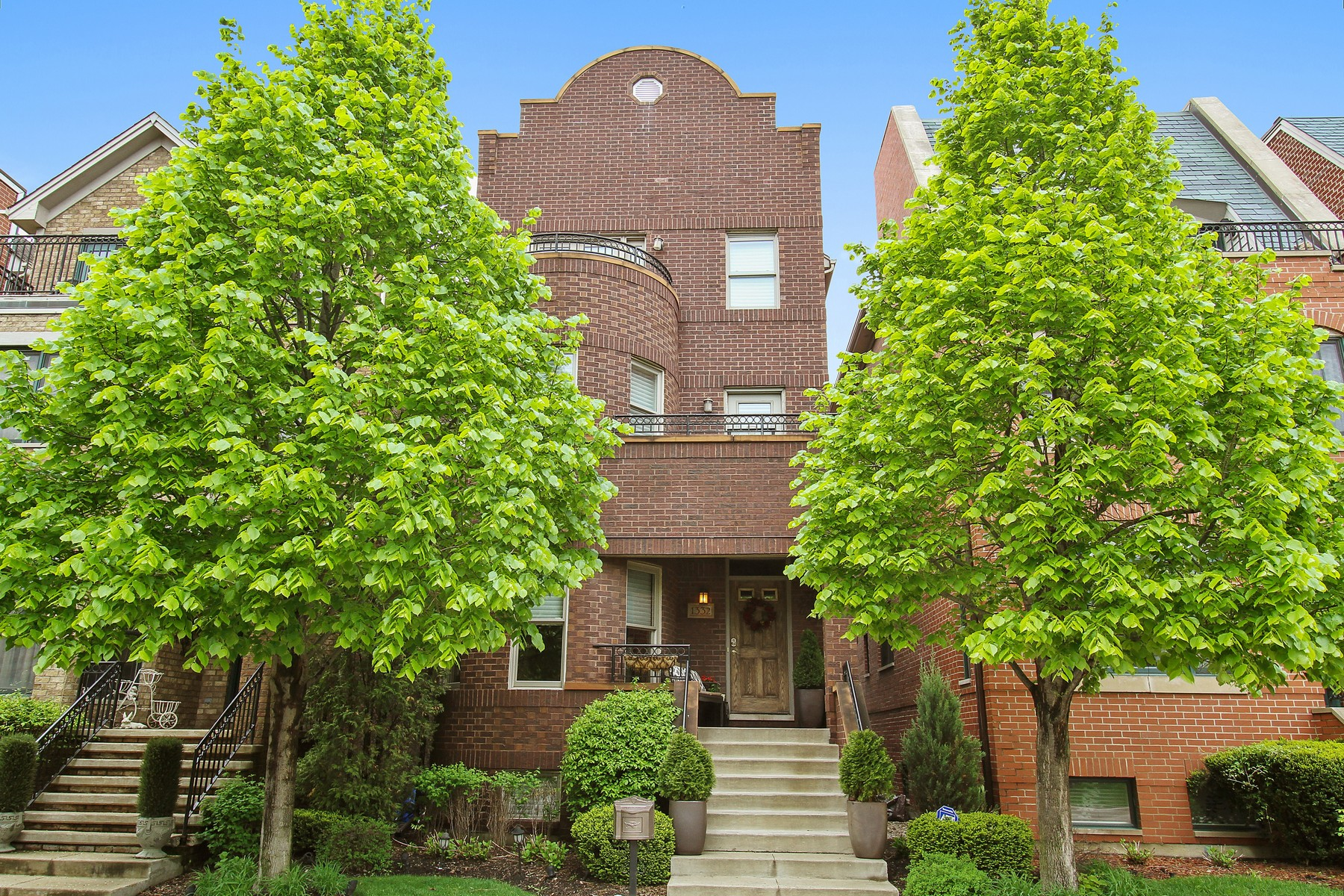 Single Family Home for Sale at Bridgeport Village Three Story Home 1332 W 32nd Place Bridgeport, Chicago, Illinois, 60608 United States