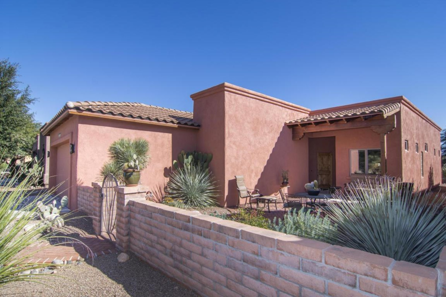 Single Family Home for Sale at Lovely home in the sought-after San Miguel subdivision 2219 Paseo Tumacacori Tubac, Arizona, 85646 United States