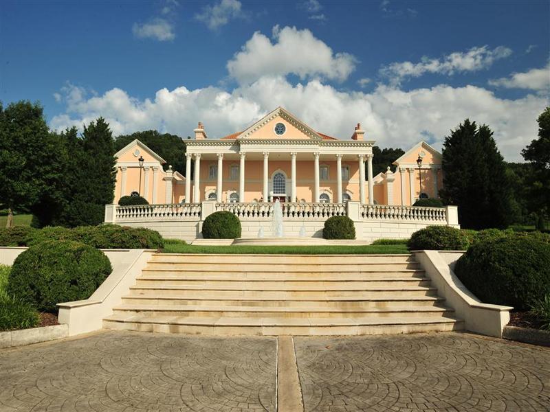 Maison unifamiliale pour l Vente à Country Estate 16196 Old Jonesboro Rd Bristol, Virginia 24202 États-Unis