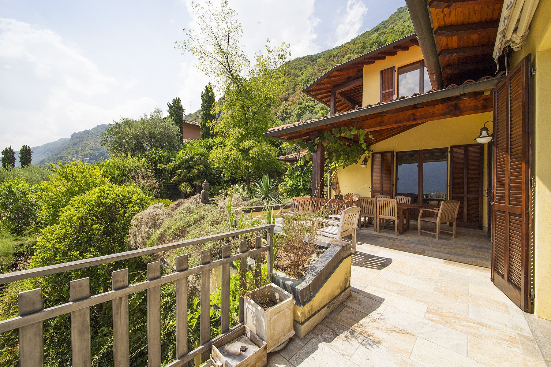 Additional photo for property listing at Grand modern villa with spectacular views of Lake Como Strada dell'Alpe Lenno, Como 22016 Italien