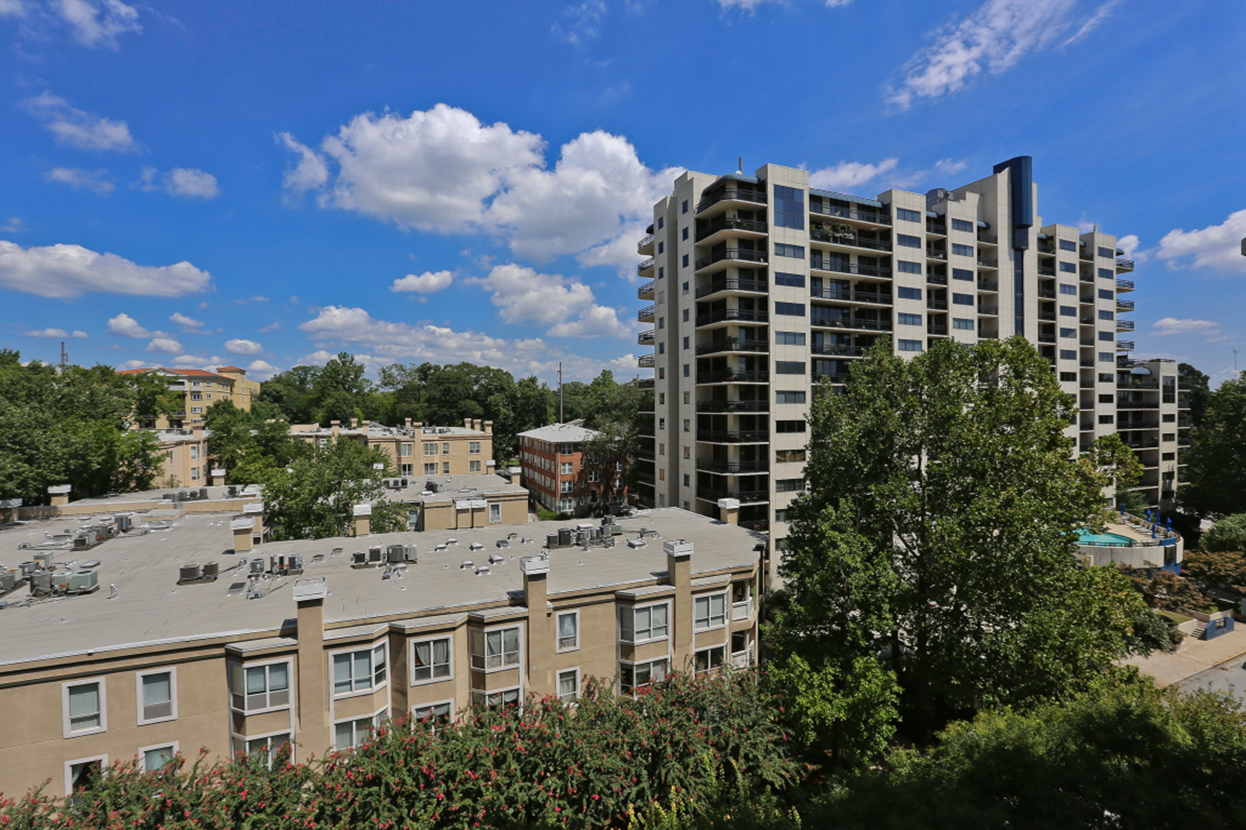 Additional photo for property listing at Beautiful Condo Near Piedmont Park 275 13th Street NE Unit 610 Atlanta, Джорджия 30309 Соединенные Штаты