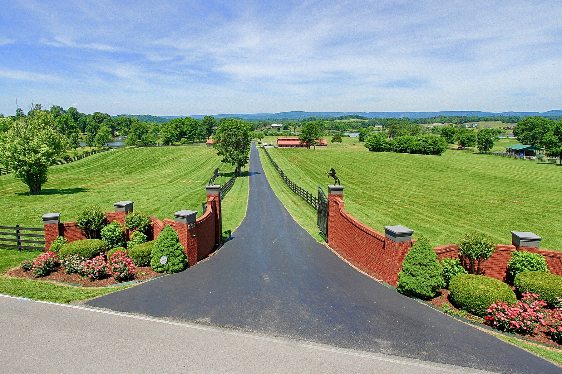 独户住宅 为 销售 在 Exquisite Equestrian Farm on the banks of Lake Chickamauga 3190 New Union Road Dayton, 田纳西州 37321 美国