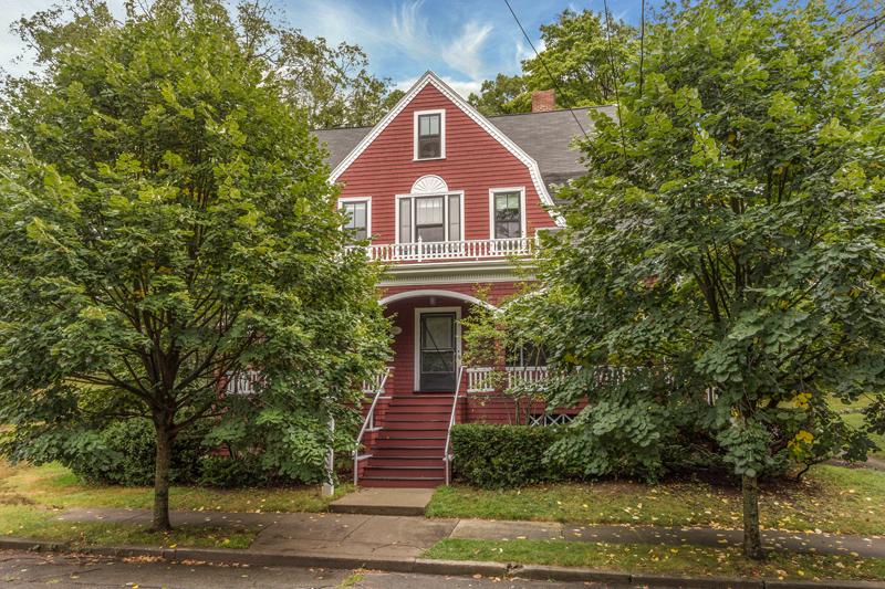 Maison unifamiliale pour l Vente à Newton Single Family 2 Raeburn Terrace Newton, Massachusetts 02461 États-Unis