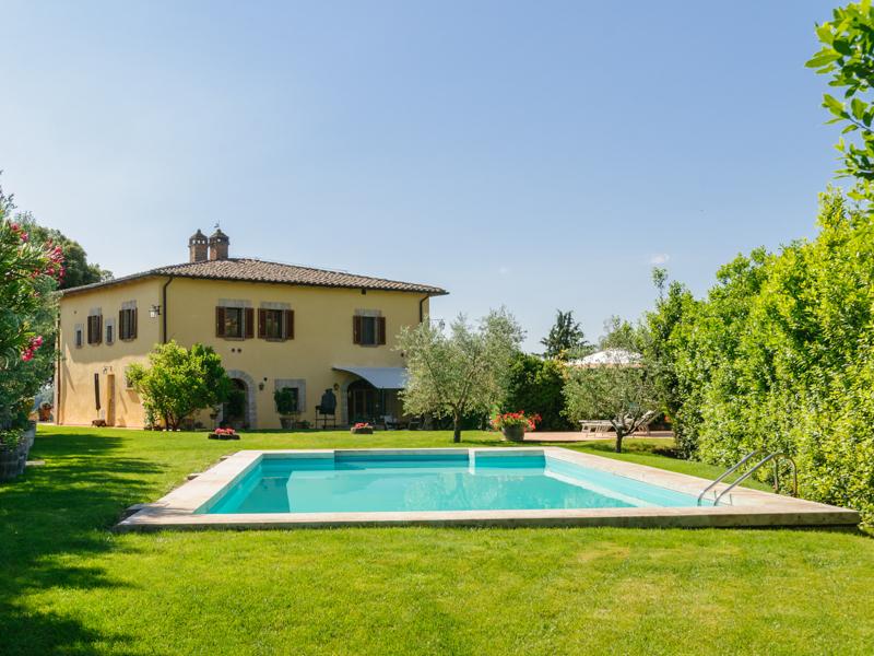 独户住宅 为 销售 在 Beautiful villa with exceptional vineyard and olive groves close to Siena Siena Area Siena, Siena 53040 意大利