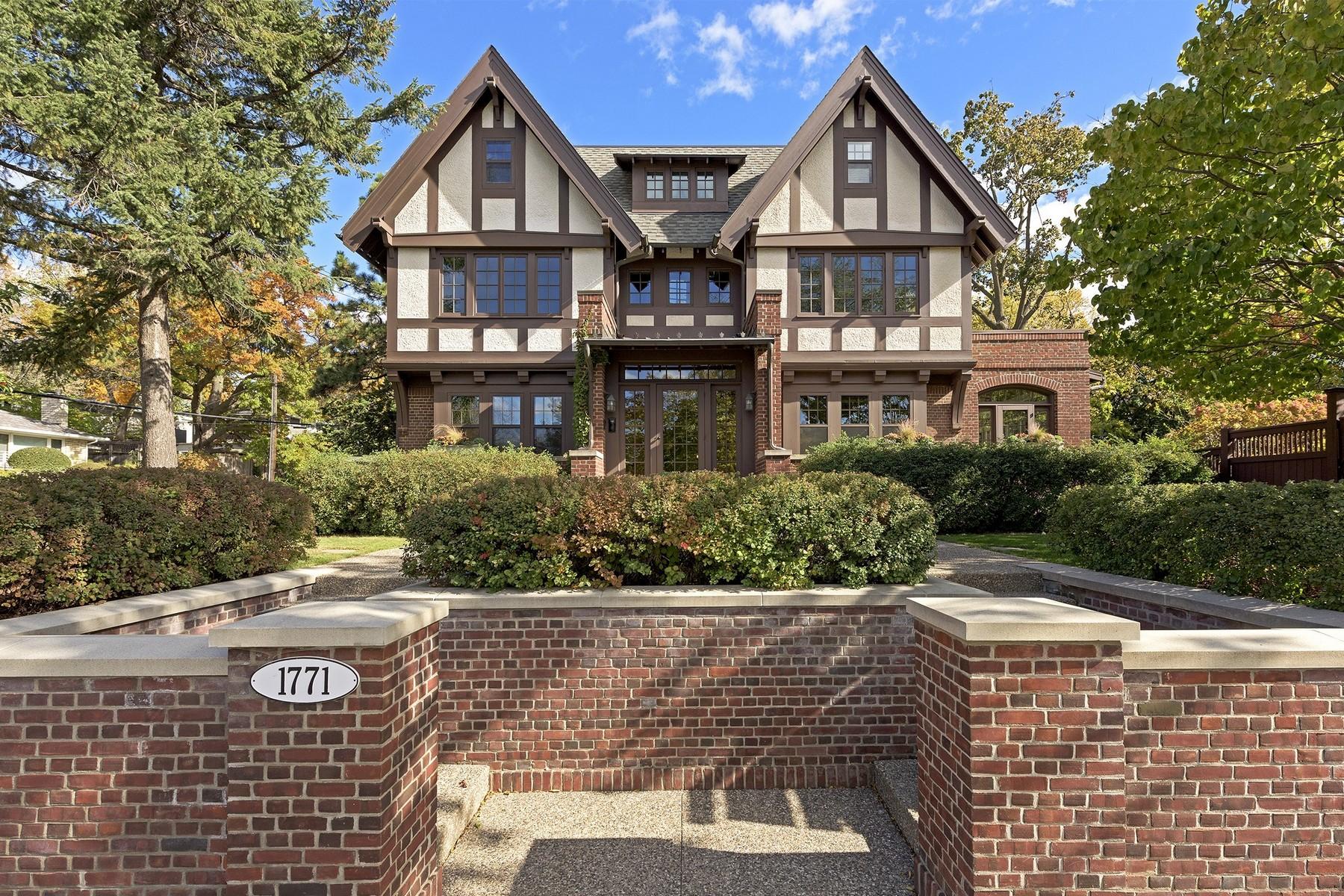 Nhà ở một gia đình vì Bán tại 1771 Logan Avenue S Minneapolis, Minnesota 55403 Hoa Kỳ