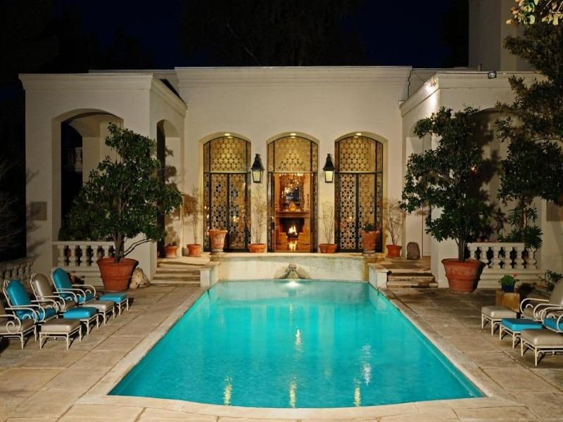 Maison unifamiliale pour l Vente à Historic Mediterranean Hilltop Oasis 432 W Crawford St Nogales, Arizona 85621 États-Unis