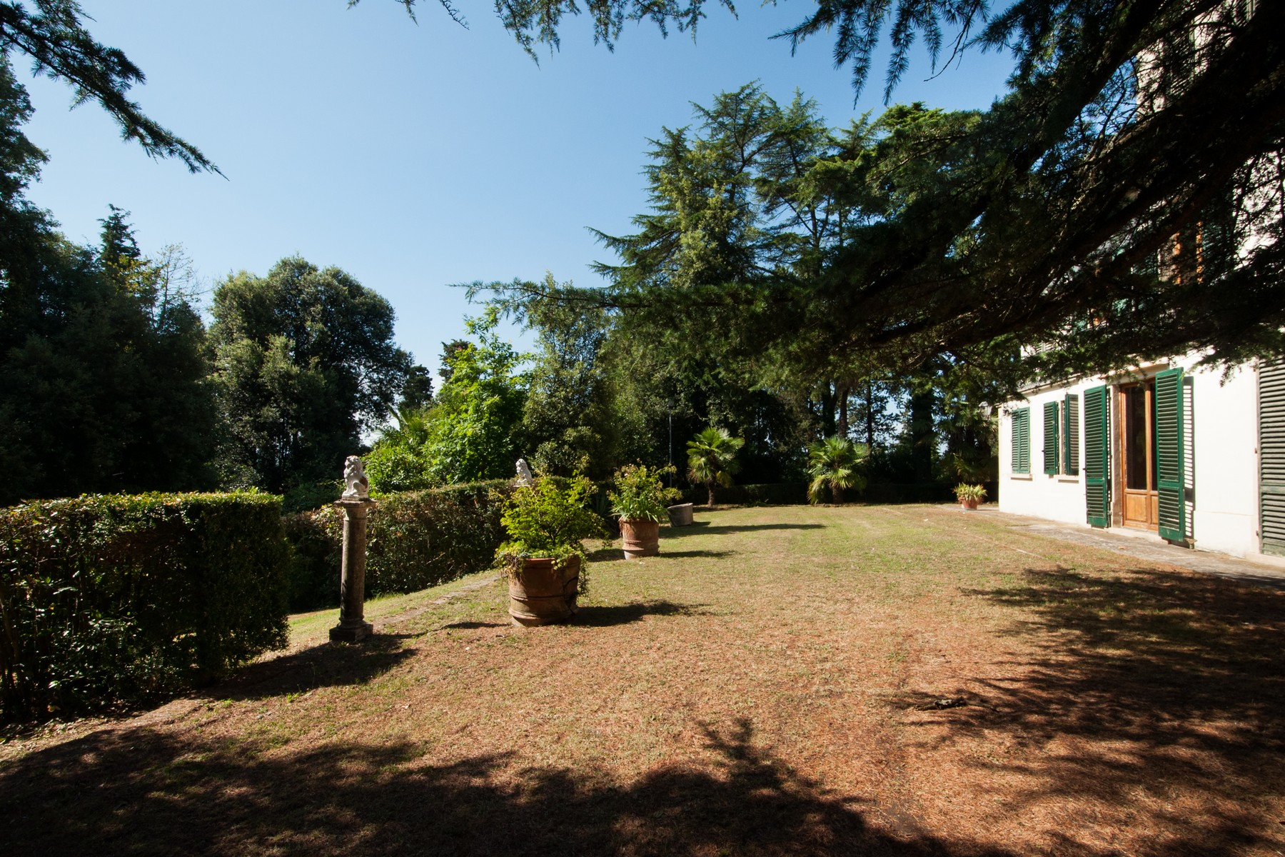Additional photo for property listing at Splendida casa di campagna con vigneti e oliveti Via di Mellicciano San Miniato, Pisa 50012 Italy