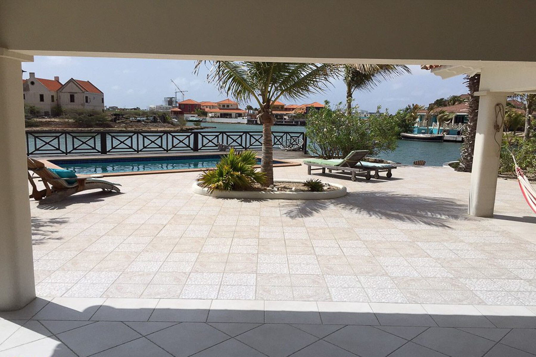 Additional photo for property listing at Waterfront Villa Vanilla 克拉伦代,  博内尔