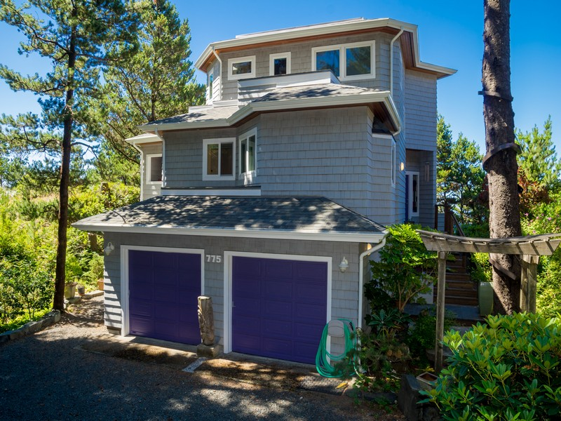 Maison unifamiliale pour l Vente à Beautiful Home with Beautiful Views 775 Cherry Lane Manzanita, Oregon 97130 États-Unis