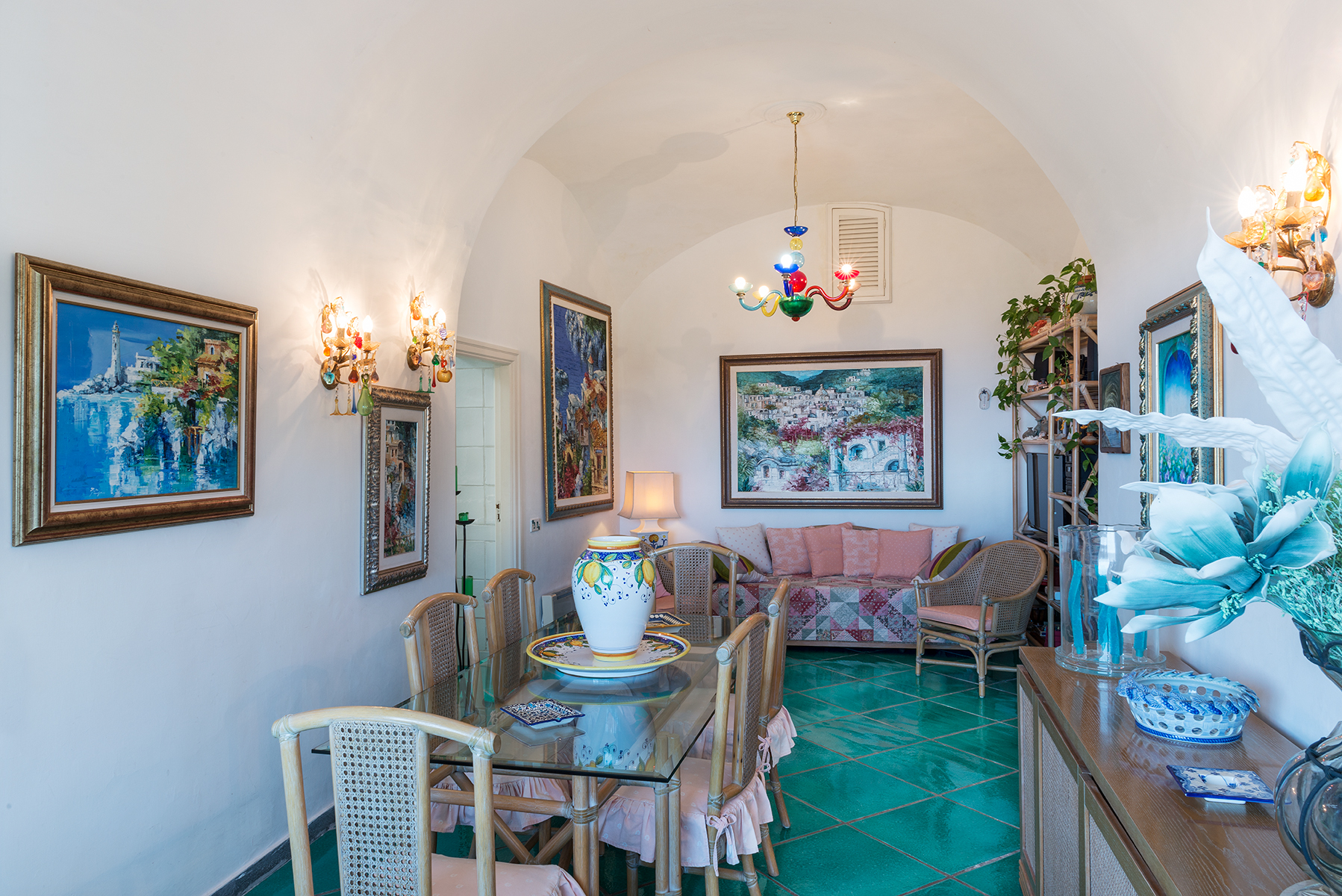 Additional photo for property listing at Beautiful villa just steps from the center of Capri Capri, Naples Italie