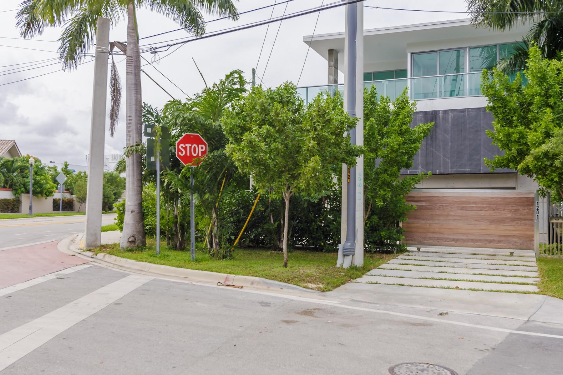 Property Of 1201 N Venetian Way