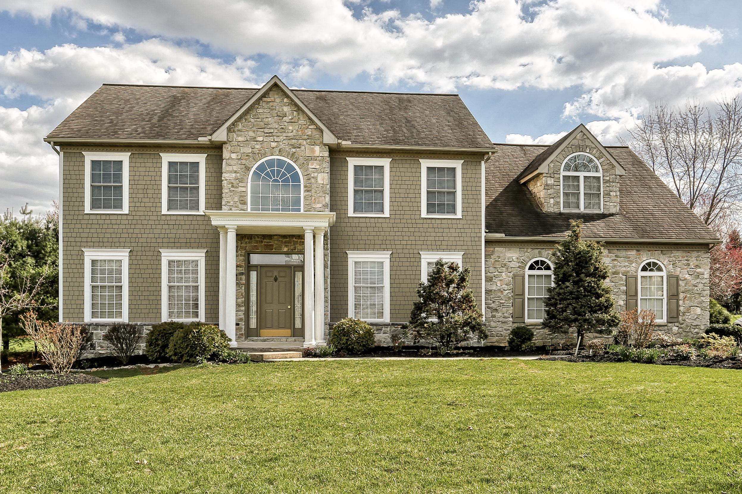 Частный односемейный дом для того Продажа на 304 Sarsen Drive Lititz, Пенсильвания 17543 Соединенные Штаты