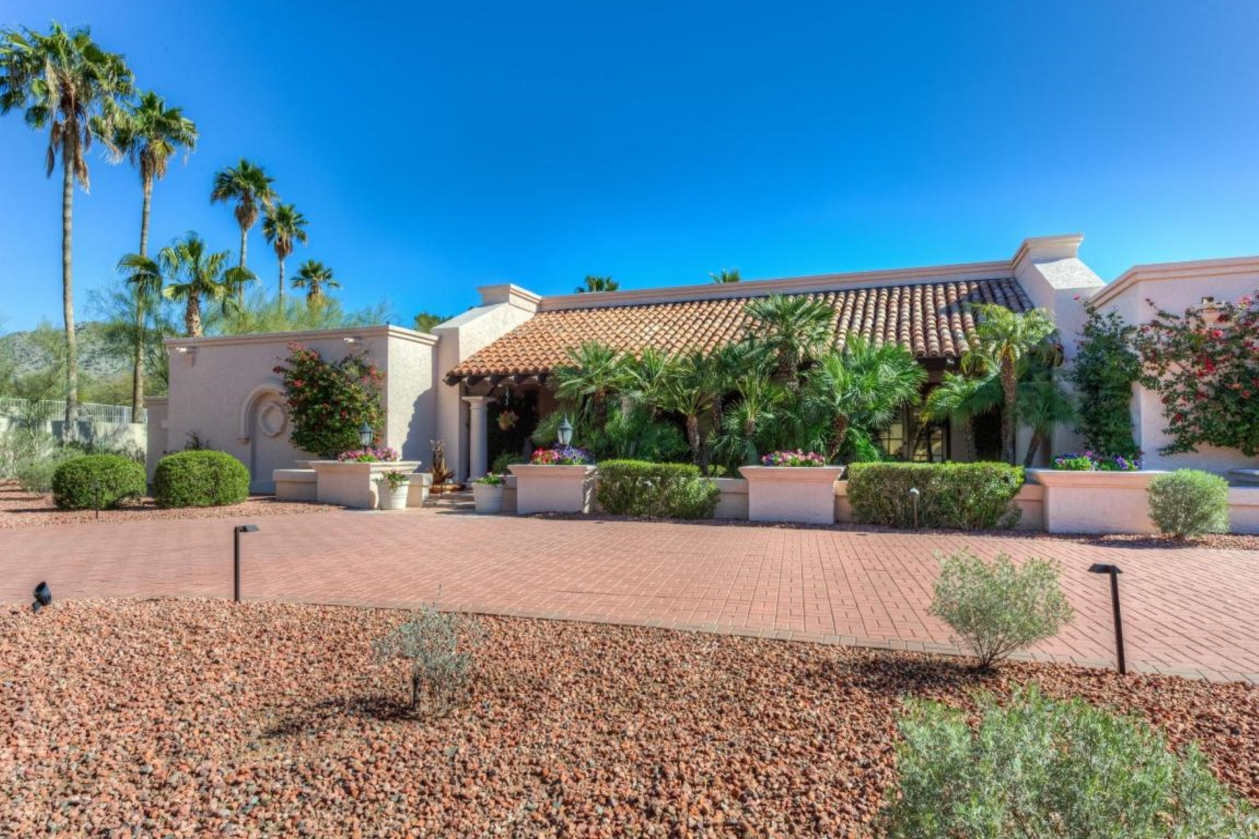 Single Family Home for Sale at Charming home in Paradise Valley 6101 N 33rd St Paradise Valley, Arizona, 85253 United States
