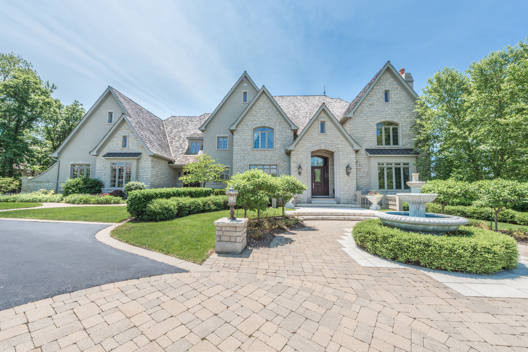 Maison unifamiliale pour l Vente à 7 Kensington Drive North Barrington, Illinois 60010 États-Unis