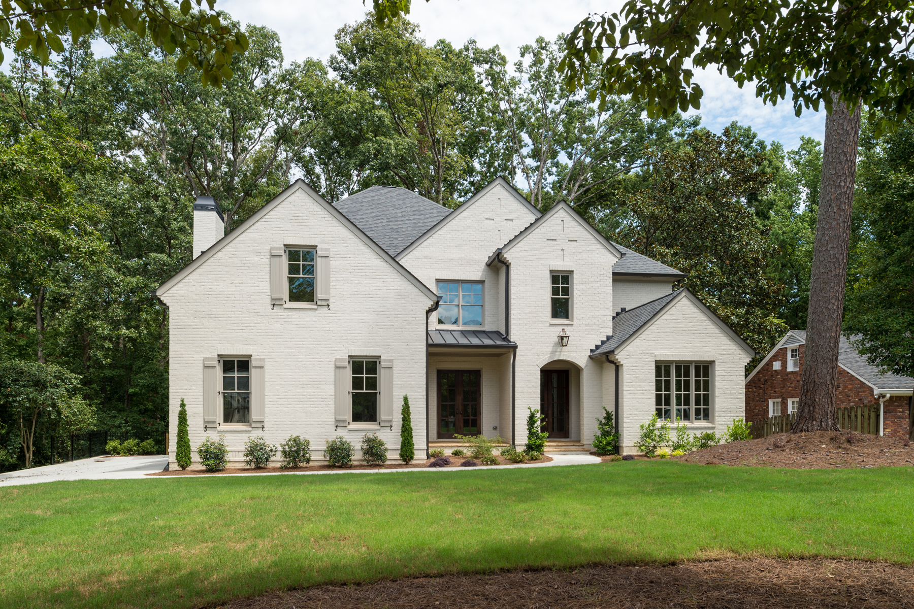 Moradia para Venda às Brand New With Three Car Garage In The Heart Of CastlewoodBuckhead 3059 Rhodenhaven Drive Castlewood, Atlanta, Geórgia, 30327 Estados Unidos