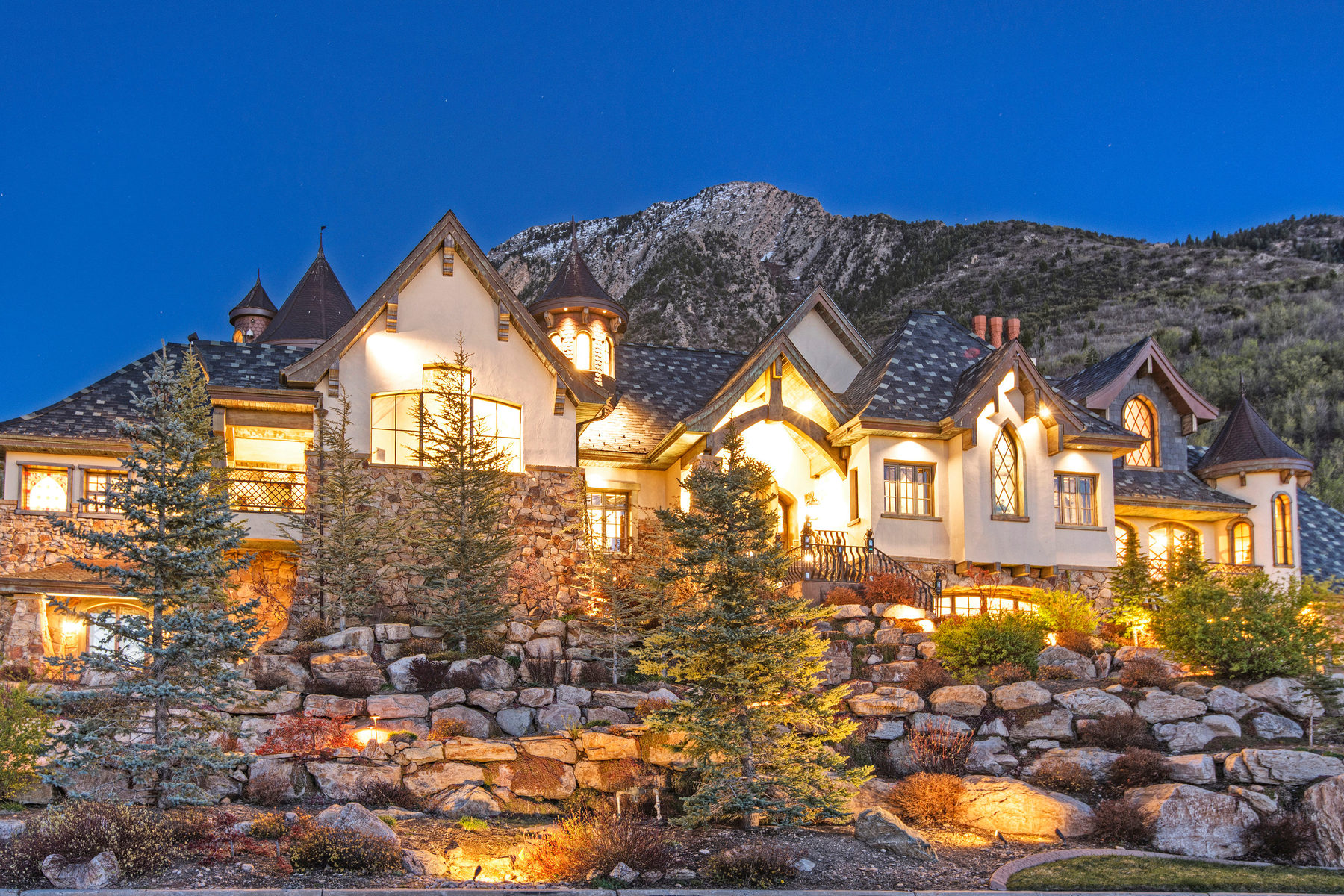 Maison unifamiliale pour l Vente à Custom Mountainside Estate 4617 S Jupiter Dr Salt Lake City, Utah, 84124 États-Unis