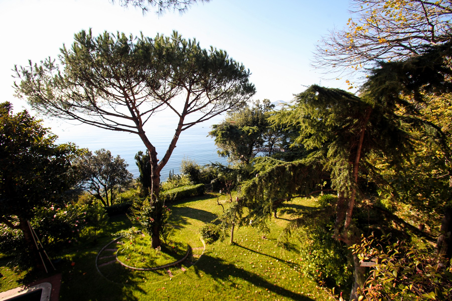 Additional photo for property listing at Charming villa with private pool and garden Pozzuoli, Naples Italia