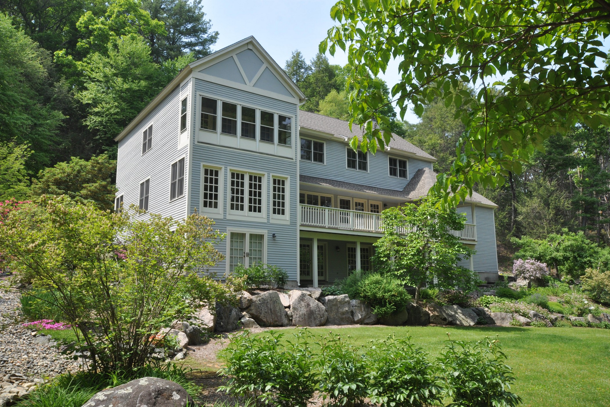 Maison unifamiliale pour l Vente à Stunning Contemporary 111 Old County Rd Lincoln, Massachusetts, 01773 États-Unis