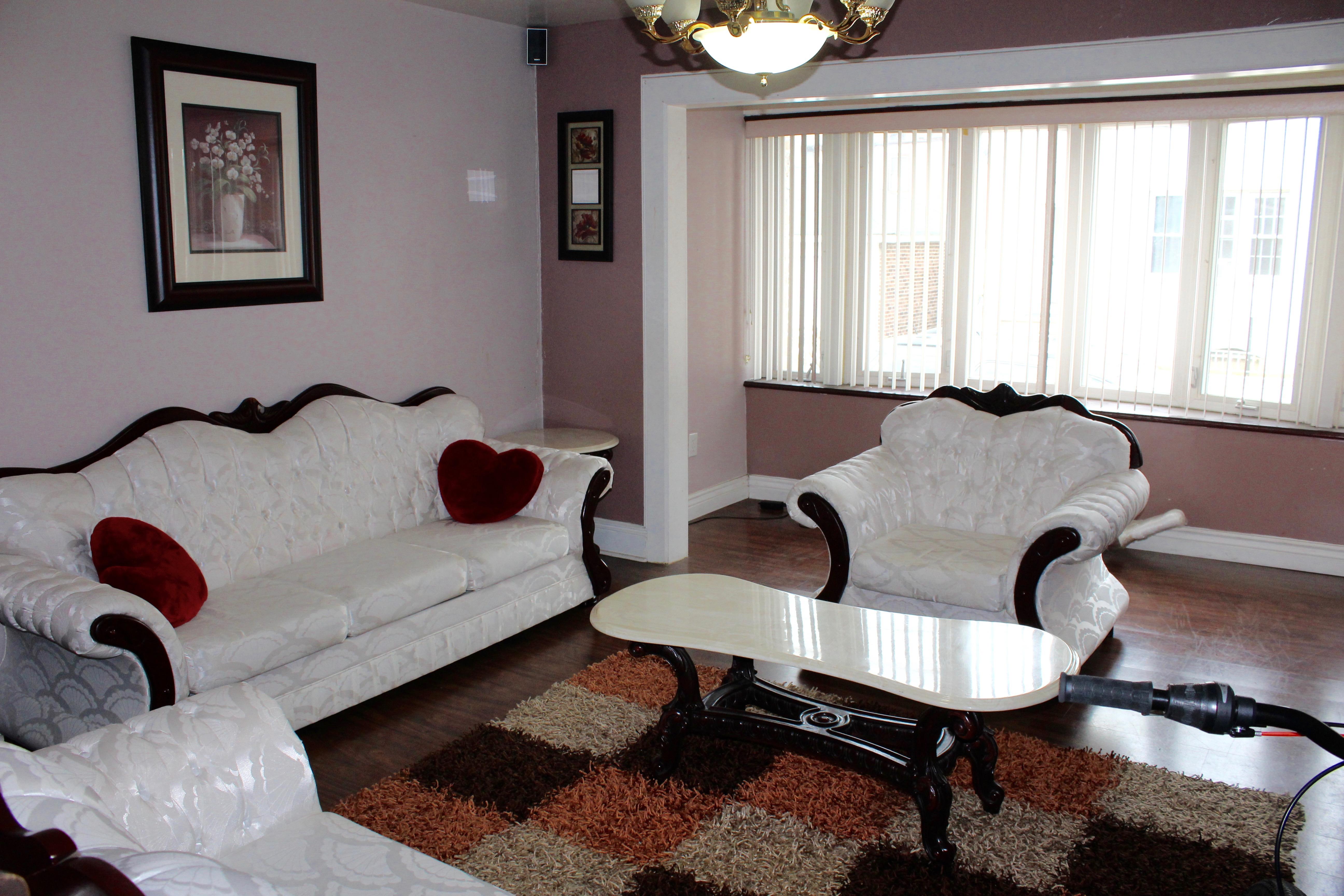 Квартира для того Аренда на Racetrack Area of North Bergen 7610 4th Ave., 1st Floor North Bergen, Нью-Джерси 07047 Соединенные Штаты