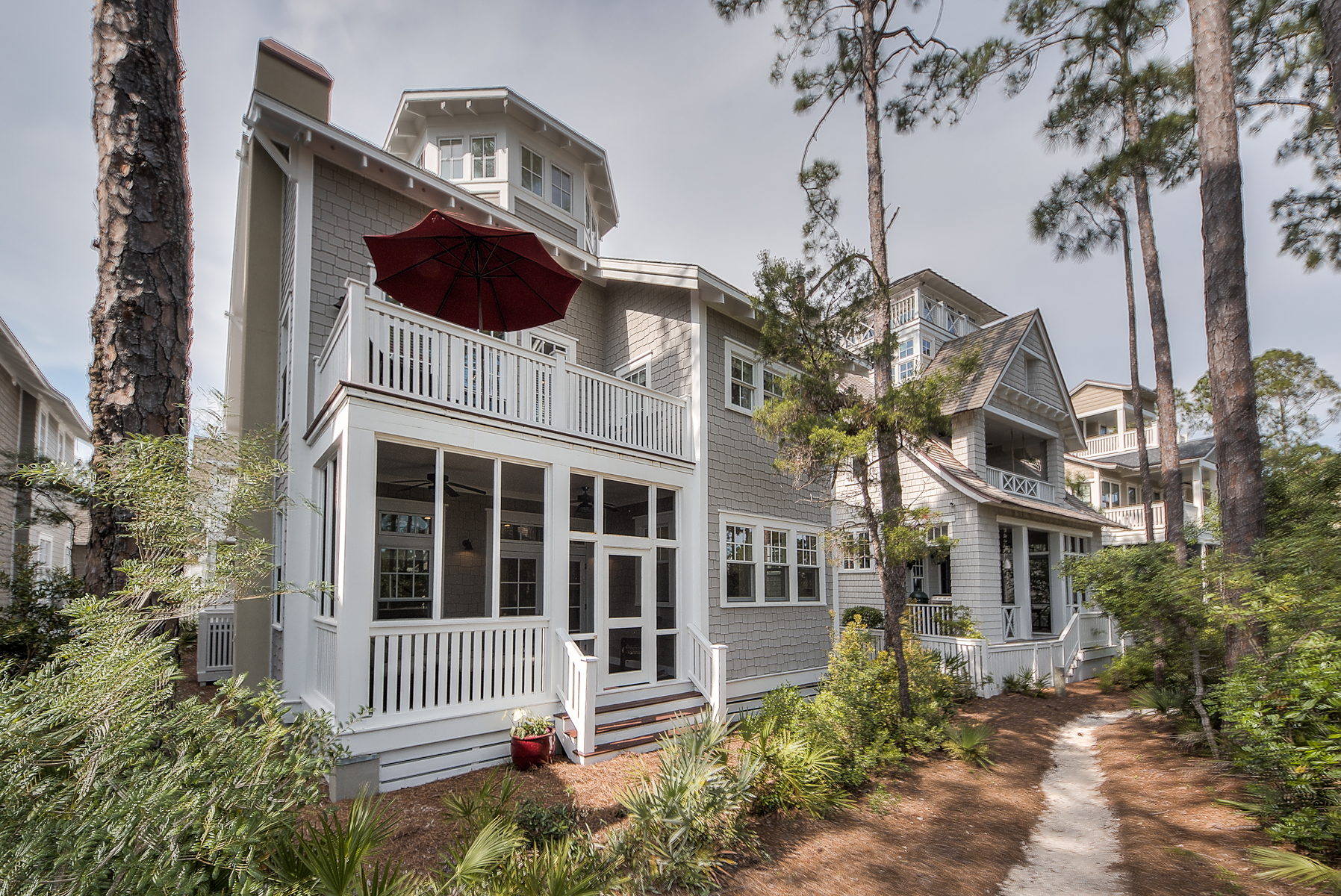 Maison unifamiliale pour l Vente à WATERSOUND BEACH HOME WITH CARRIAGE HOUSE AND OBSERVATORY 39 West Yacht Pond Lane Inlet Beach, Florida, 32461 États-Unis