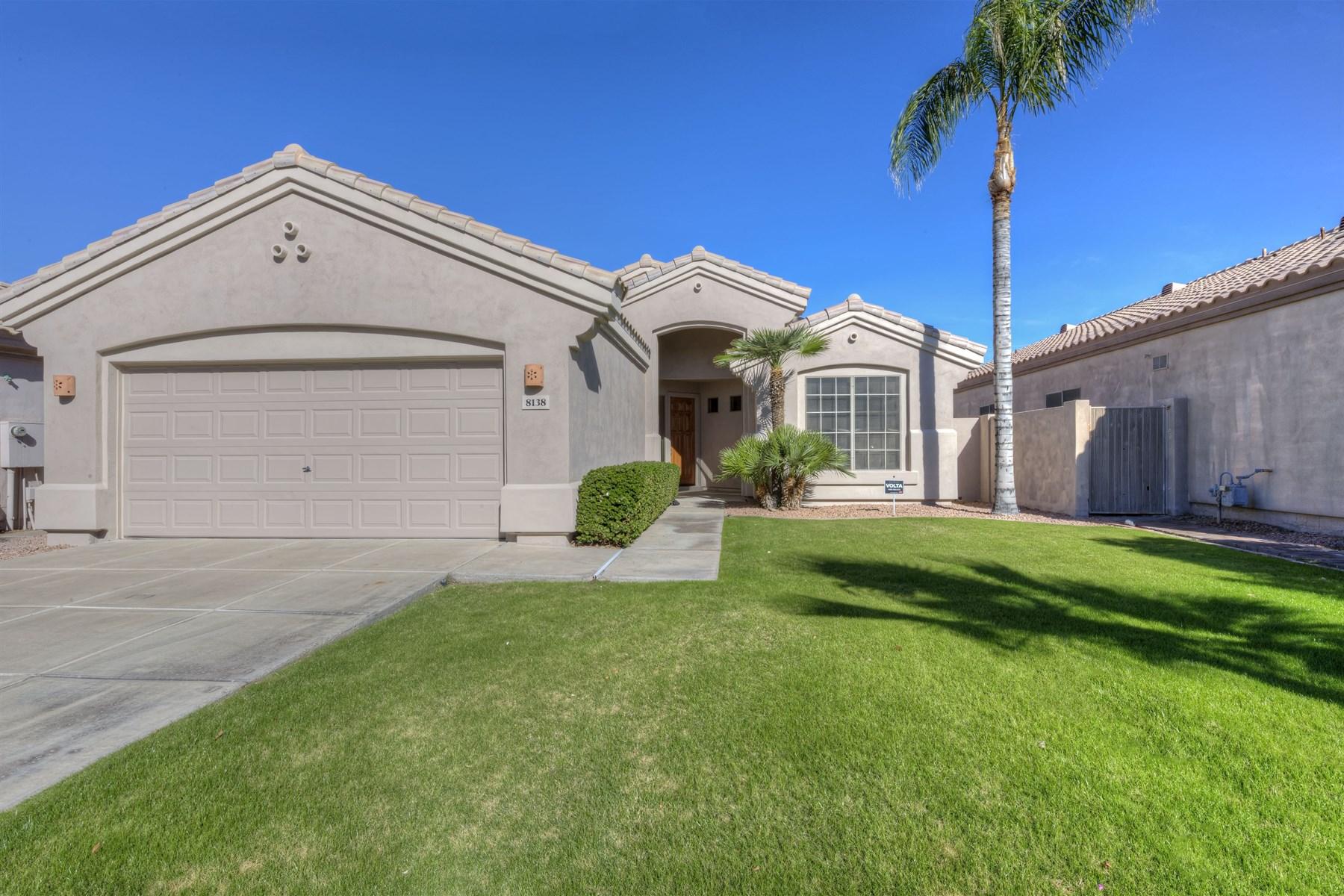 Villa per Vendita alle ore Spectacular single level home in the perfect Scottsdale location 8138 E Theresa Dr Scottsdale, Arizona 85255 Stati Uniti