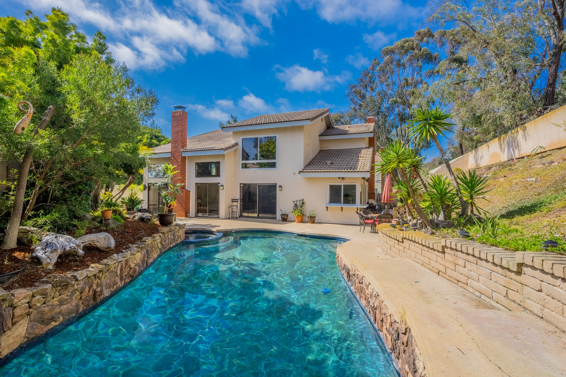 Single Family Home for Sale at 8317 Caminito Helecho La Jolla, California 92037 United States