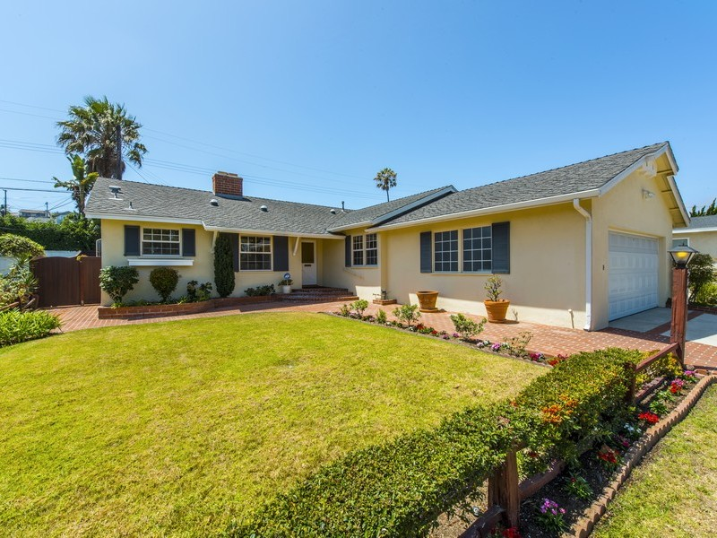 Single Family Home for Sale at 5106 Paseo De Las Tortugas Torrance, California 90505 United States