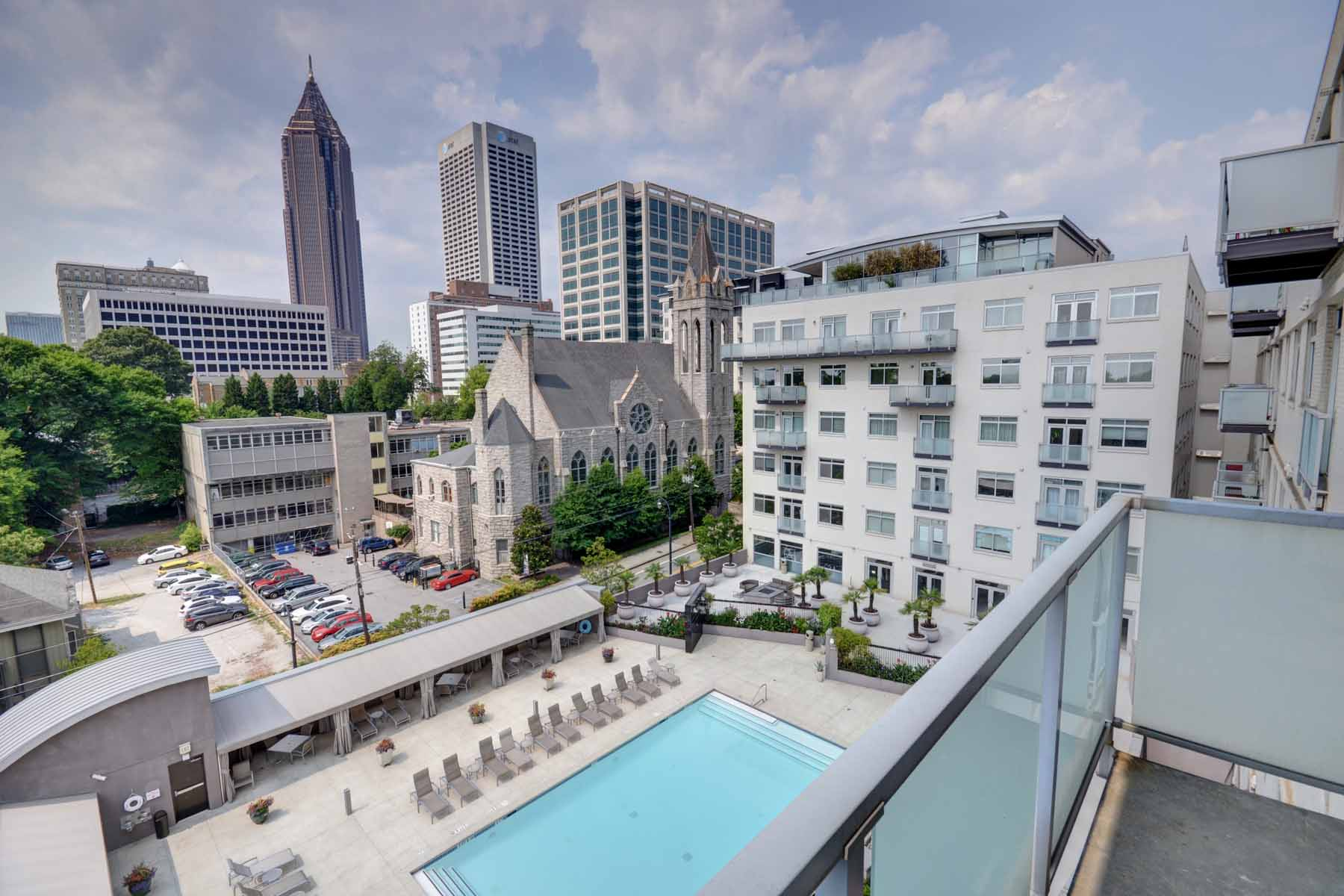 Additional photo for property listing at Beautiful 3-Bedroom3-Bath Combined Corner Unit at 805 Peachtree! 805 Peachtree Street NE Unit 504503 Atlanta, Georgia 30308 Hoa Kỳ